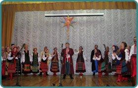 актори Київського академічного театру українського фольклору Берегиня у Скандинавській гімназії